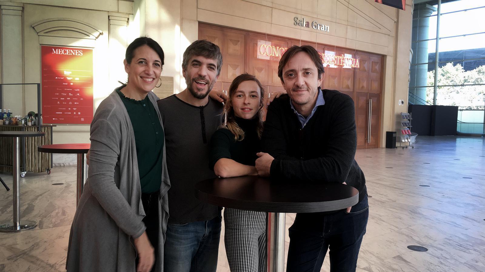 Olga Onrubia, Jordi Oriol, Anna Hierro i Joan Carreras durant la presentació d'Europa Bull  al vestíbul del TNC.