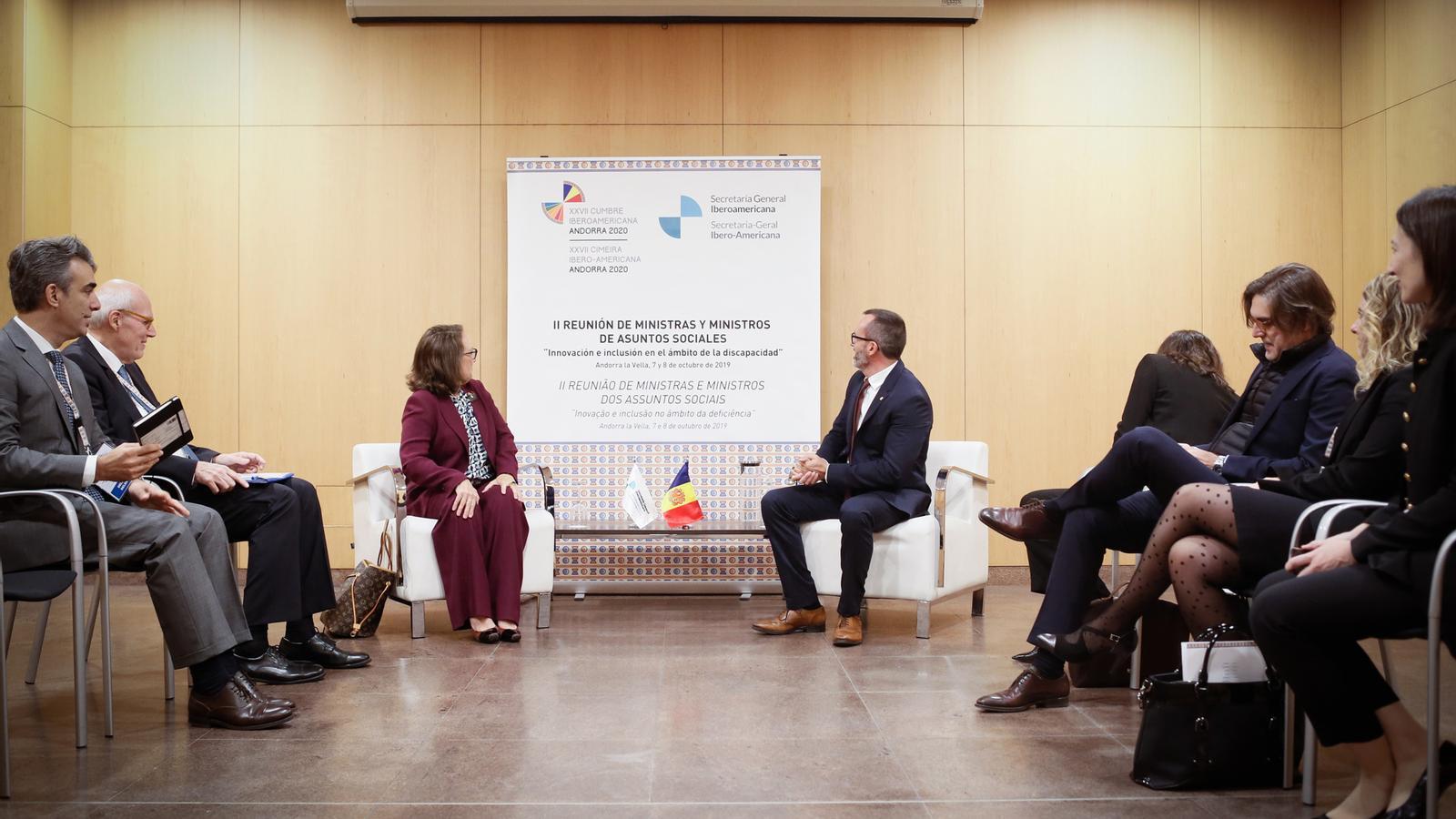 La reunió entre el ministre d'Afers Socials, Habitatge i Joventut, Victor Filloy i la secretaria general Iberoamericana, Rebeca Grynspan. / SFG