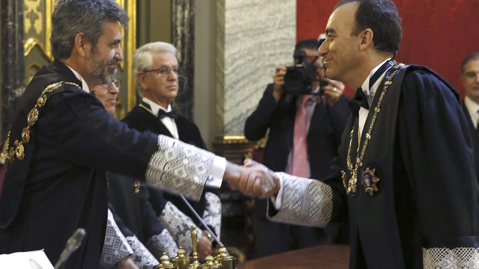 Marchena saludant l'actual president del CGPJ, Carlos Lesmes.