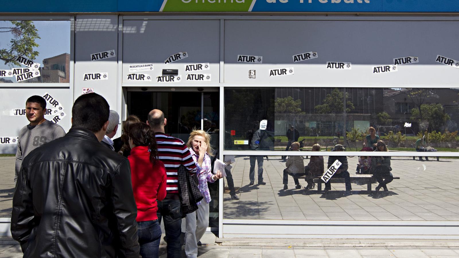 L 39 fmi recomana a espanya que abaixi els sous un 10 for Oficina de treball barcelona