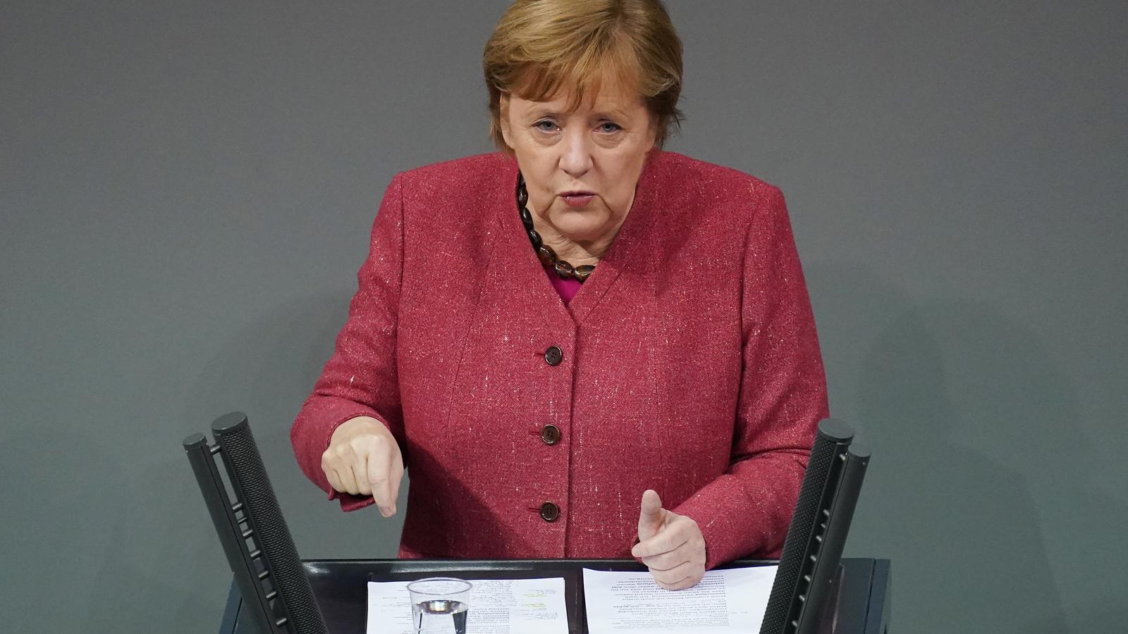 Angela Merkel durant el seu discurs al Bundestag per demanar als alemanys que no es reuneixin per Nadal.