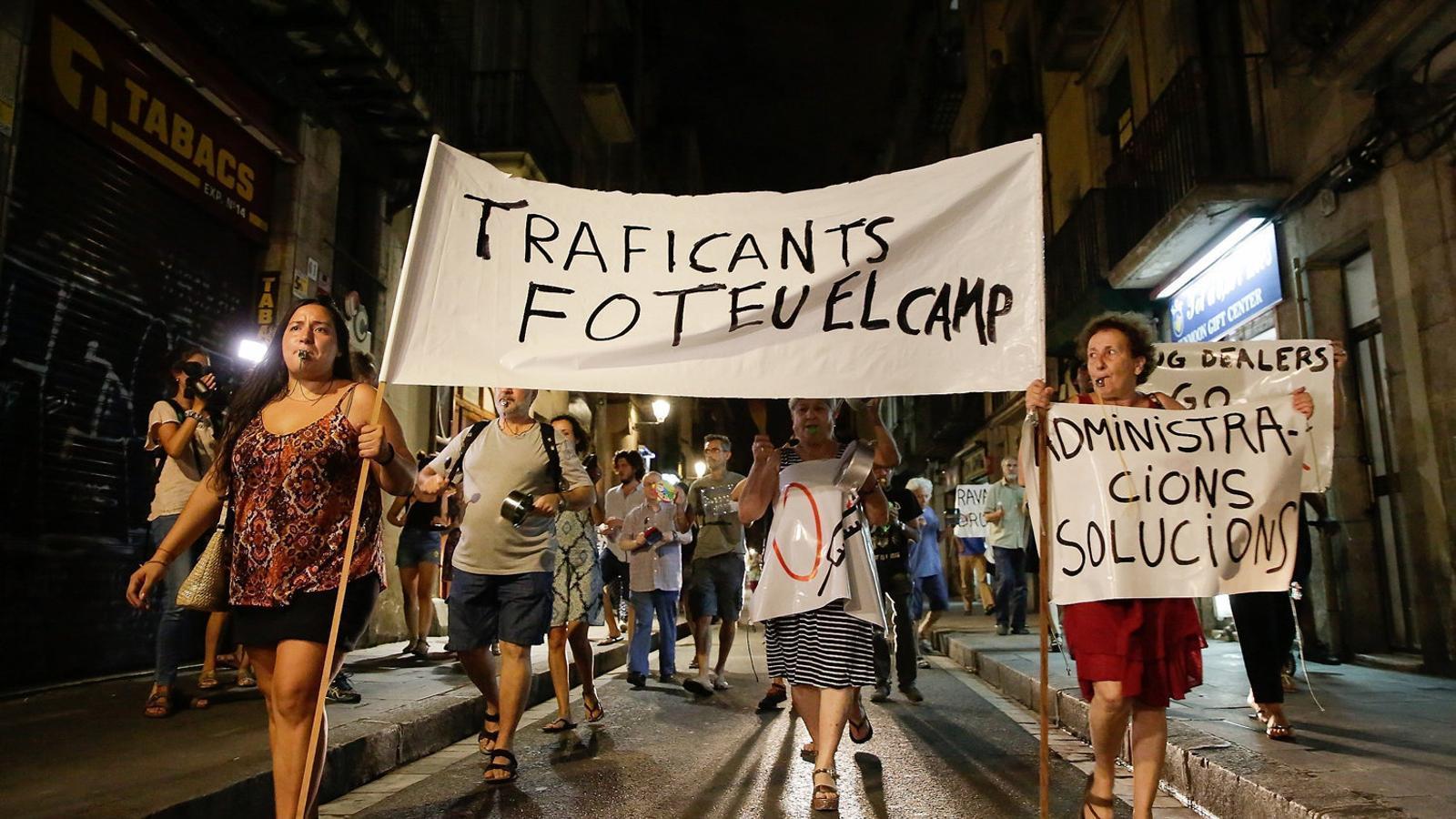"""L'oposició constata el """"fracàs"""" de Colau amb els narcopisos del Raval"""