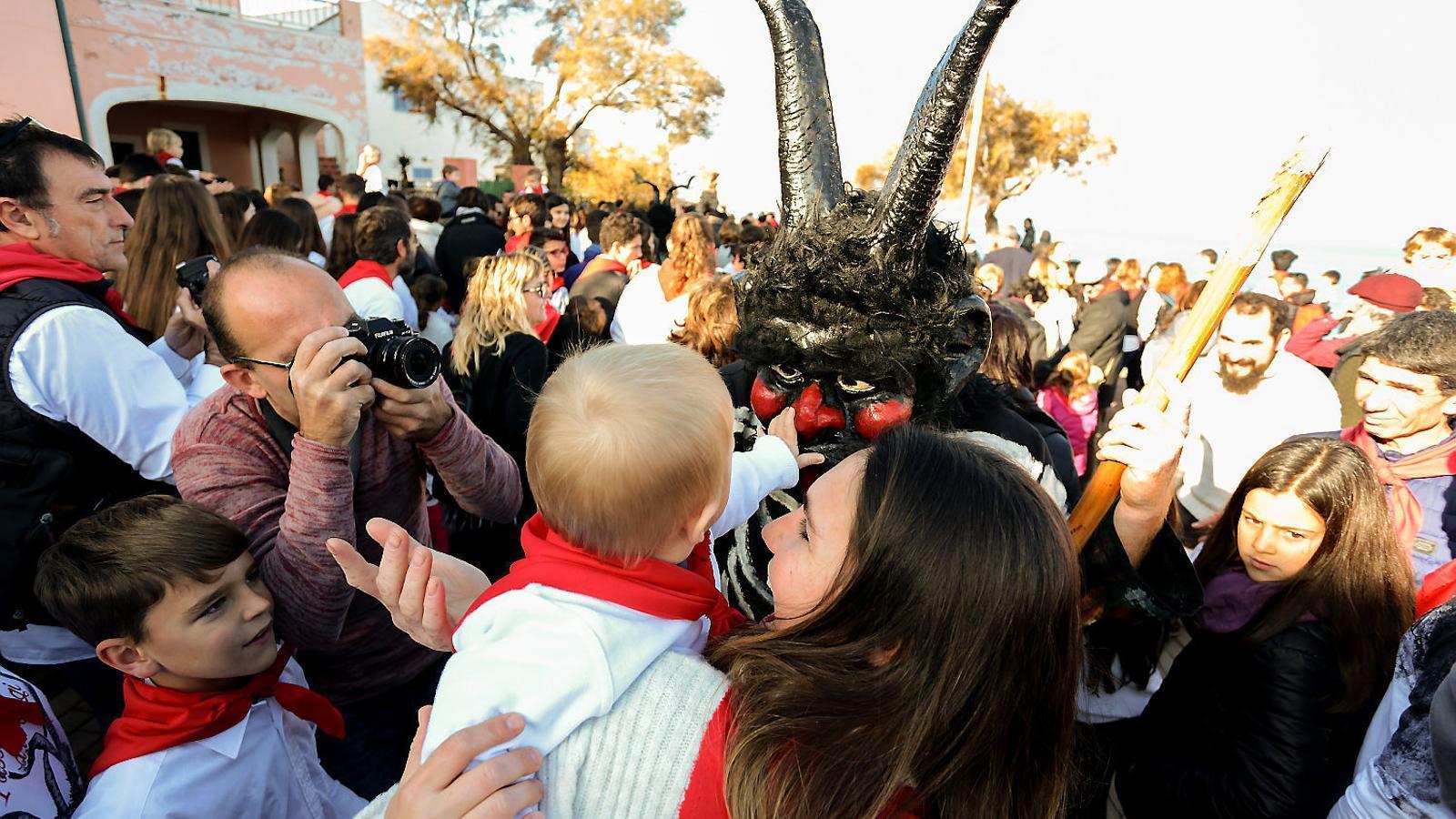 CELEBRACIÓ  El Sant Antoni colonier té lloc el cap de setmana següent a la celebració artanenca, que com tothom sap   és una de les més sonades i justament reconegudes de Mallorca.