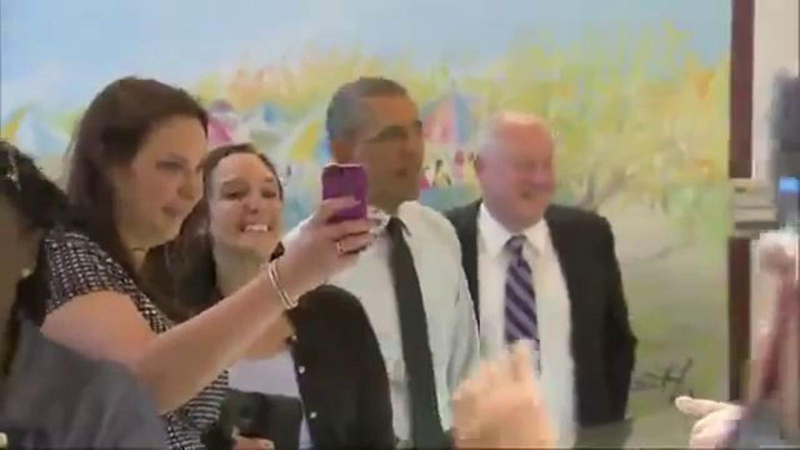 Obama, un ós que se sent tancat a la Casa Blanca… o un hàbil publicista?