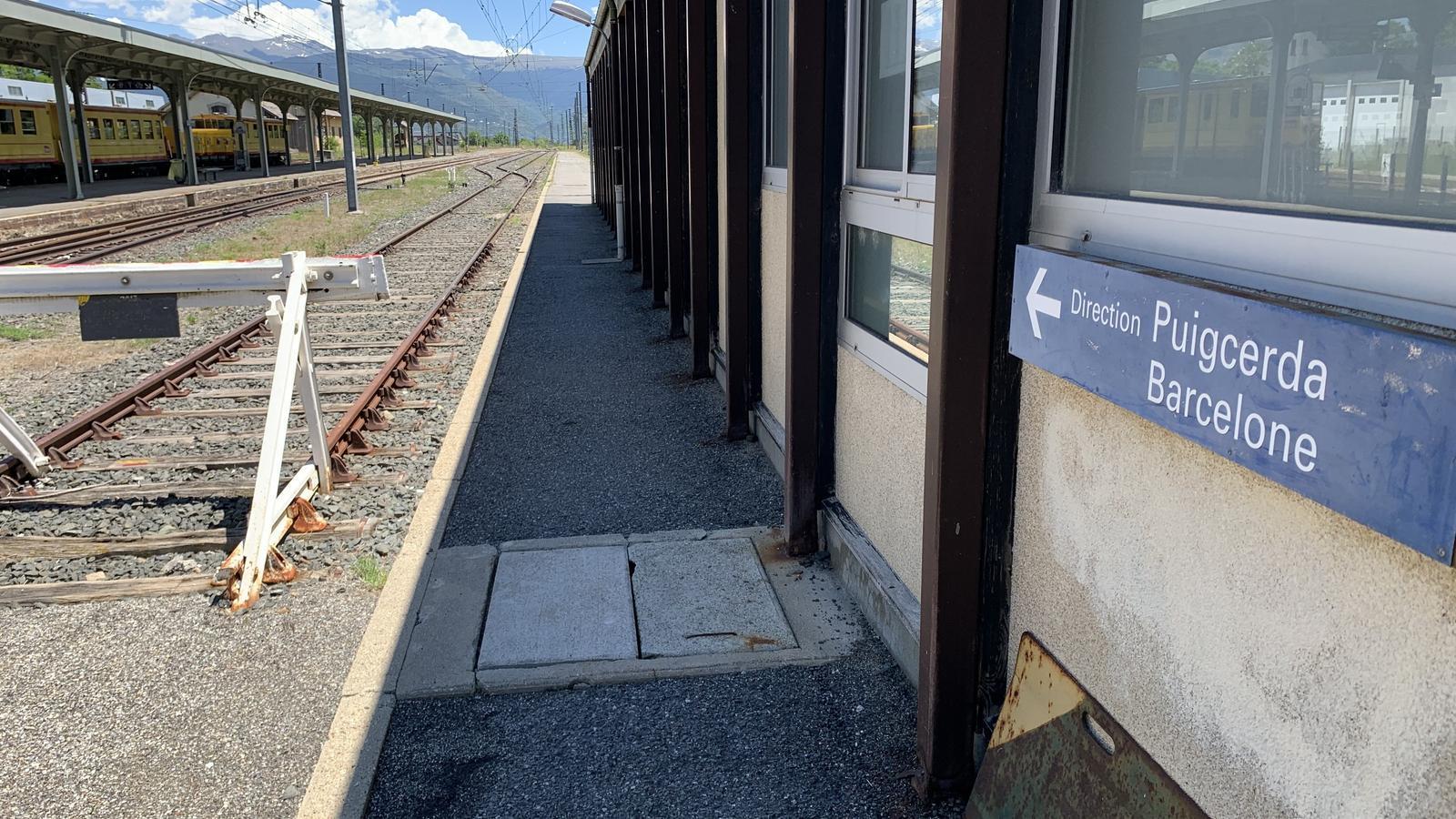 L'estació de la Tor de Querol-Enveig només rebrà aquest estiu al tren groc. / G.L.T