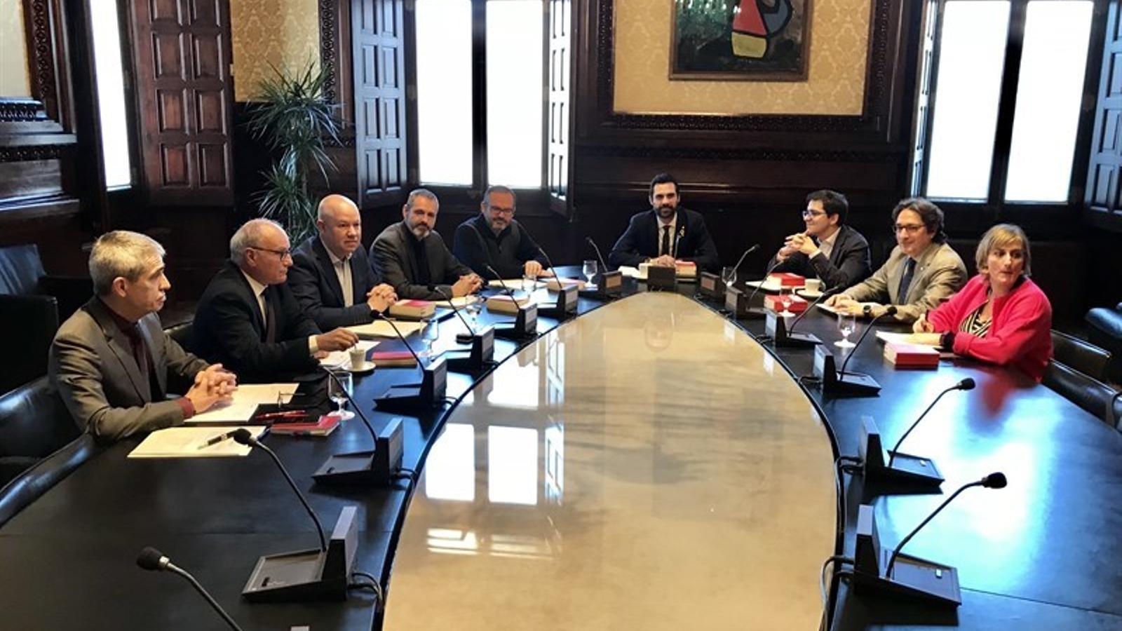 La mesa del Parlament admet les esmenes de la CUP que refermen la declaració d'independència