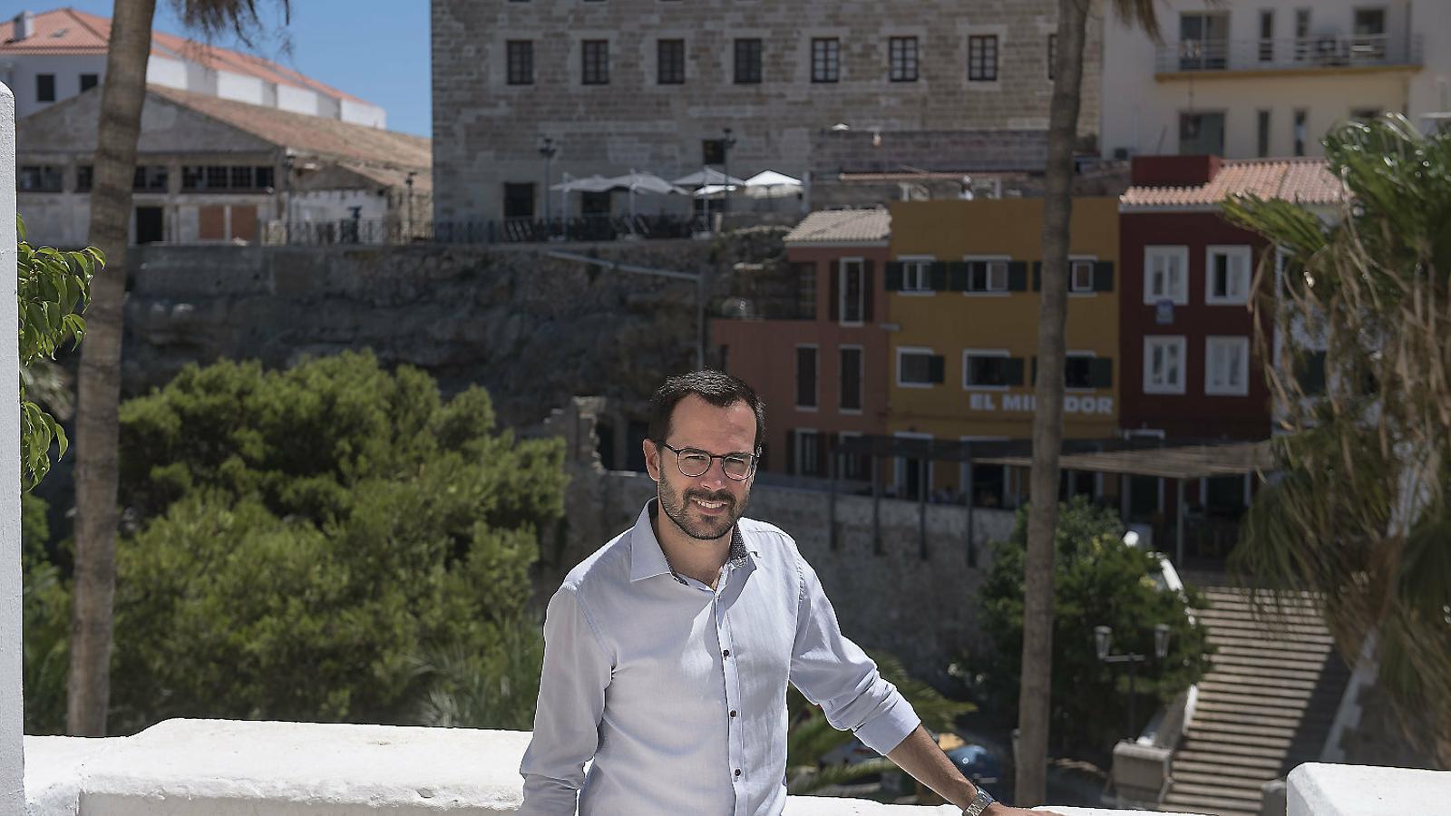 """""""Volem creuers de               petita i gran eslora               al port de Maó"""" Hèctor Pons"""