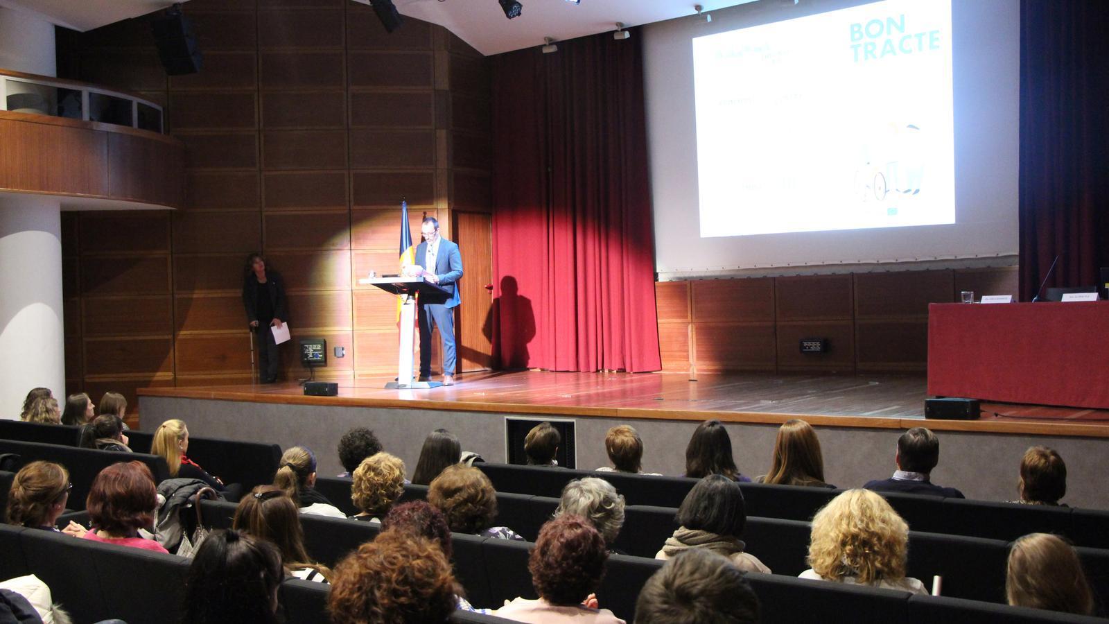 Inauguració per part del ministre d'Afers Socials, Habitatge i Joventut, Víctor Filloy. / C. A. (ANA)