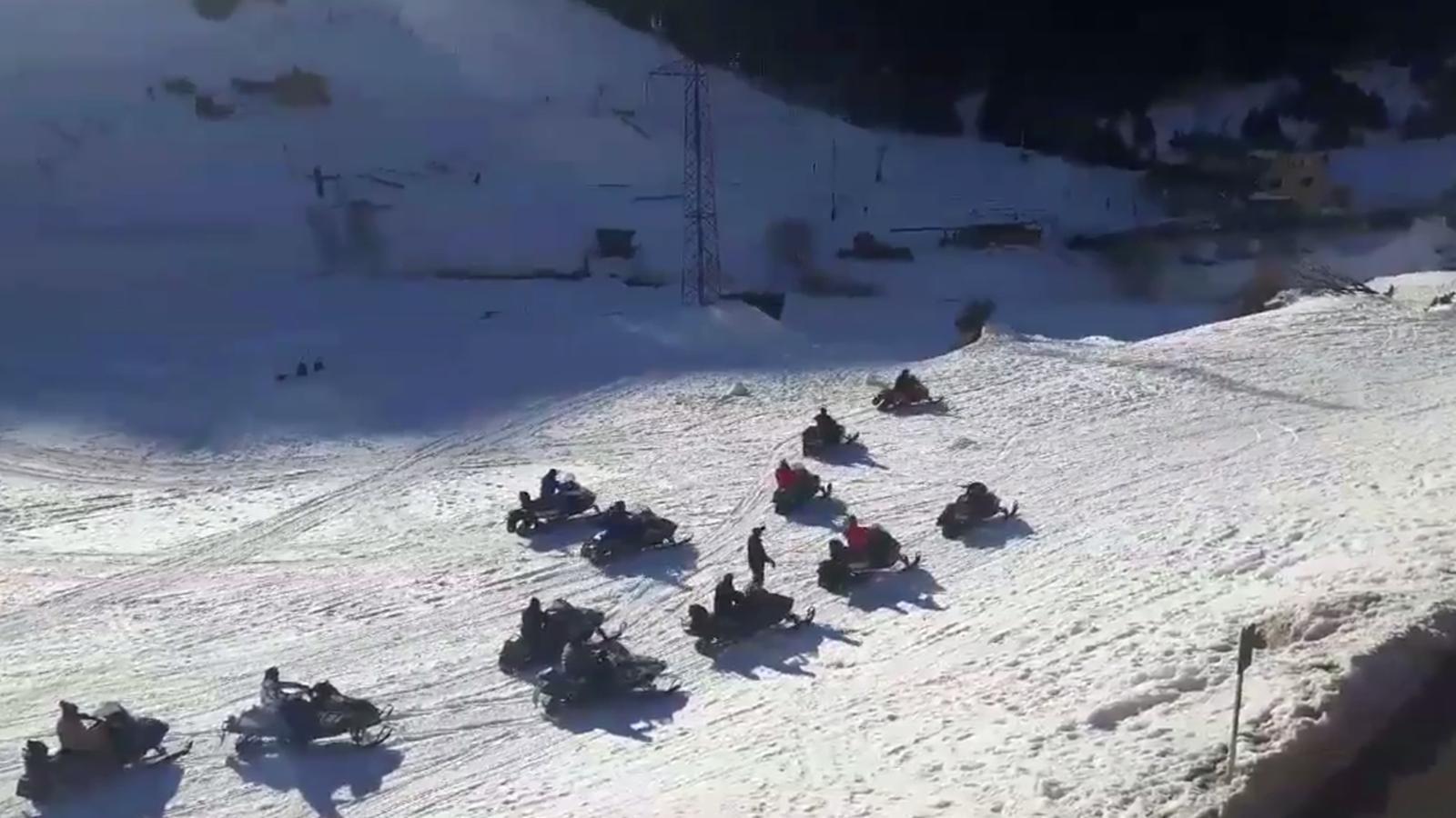Les motos de neu a la zona de Bordes d'Envalira