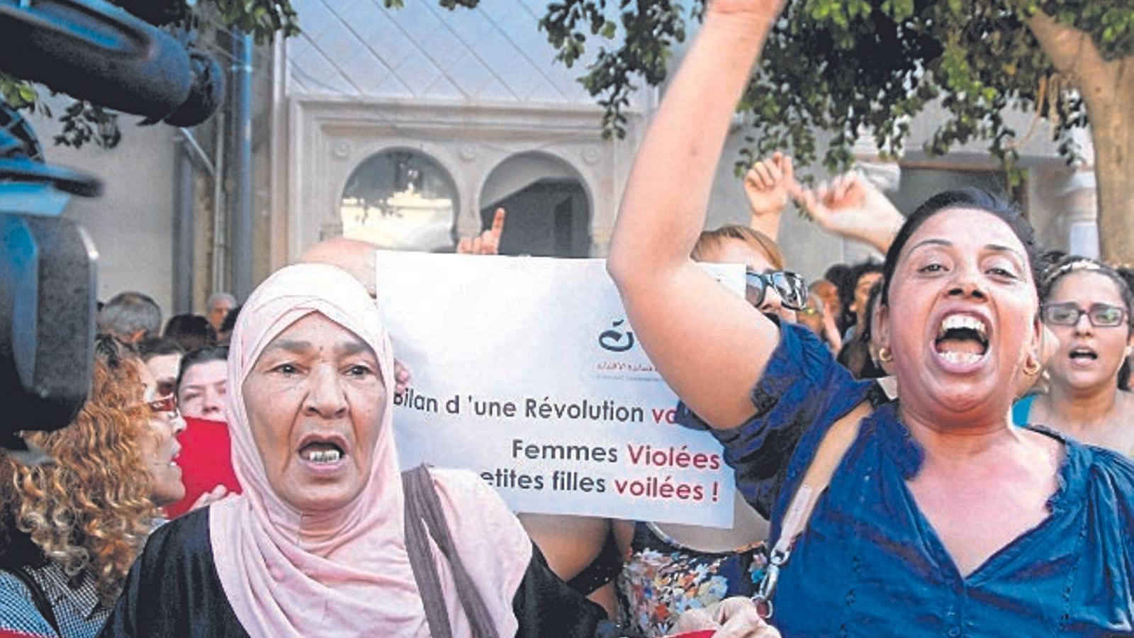 Tunísia deixa de ser l'oasi de l'avortament al Magrib