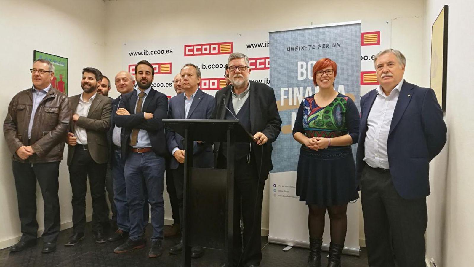 Diferents representants de les plataformes valenciana i mallorquina per a la millora del finançament.