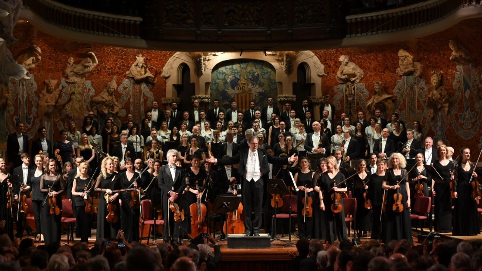 Sir John Eliot Gardiner al capdavant de l'orquestra en el concert d'aquest divendres al Palau de la Música