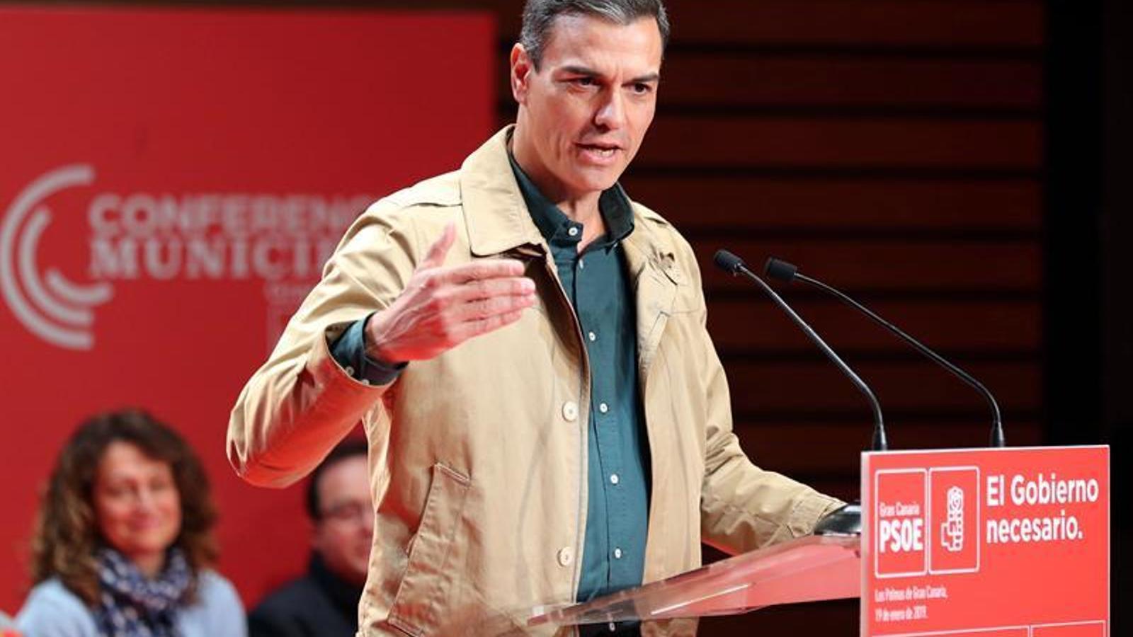 """Sánchez se situa en la """"moderació"""" davant d'una dreta radicalitzada que només crida """"Visca Espanya"""""""
