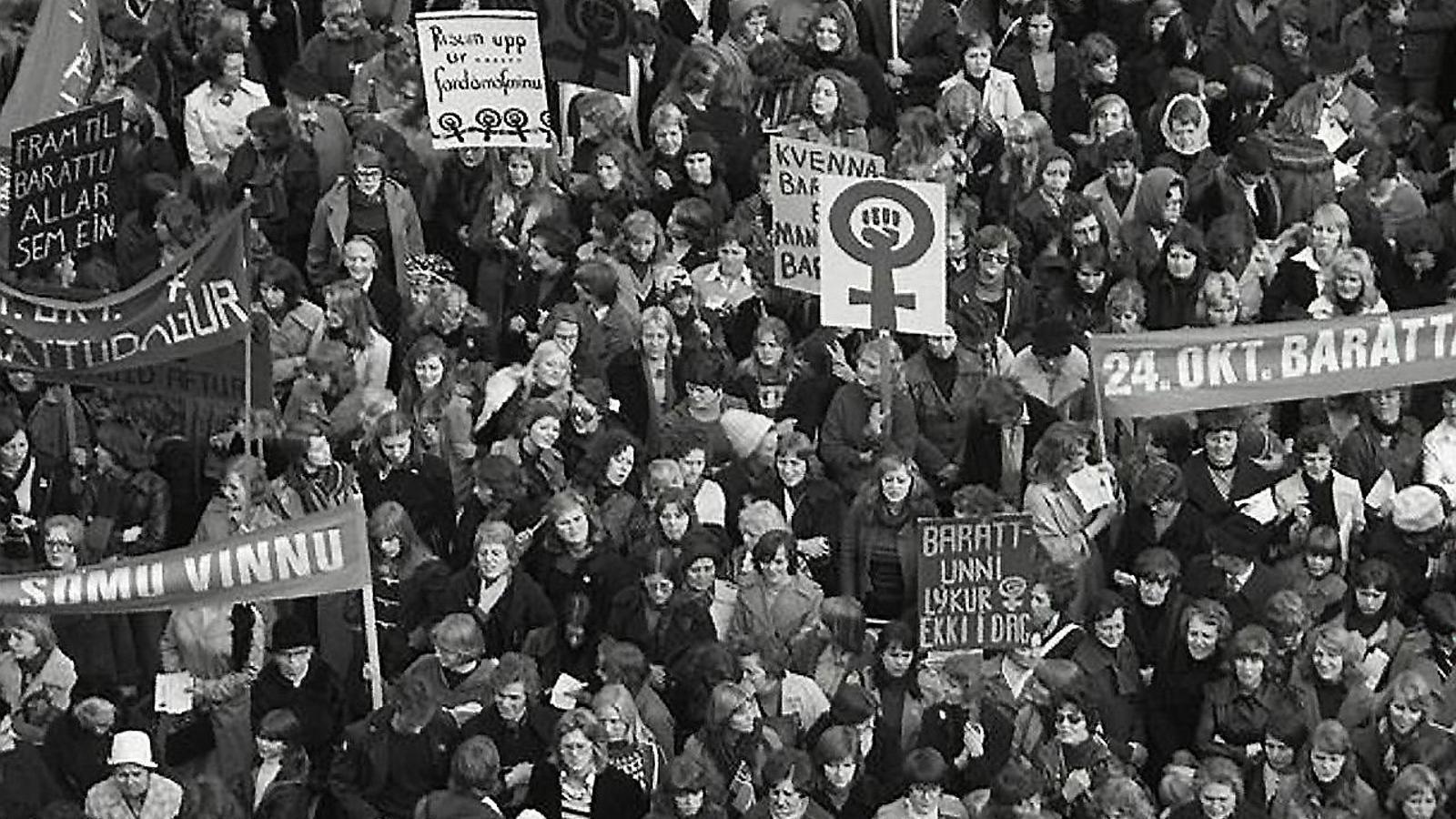 Una imatge d'arxiu de les històriques manifestacions que les dones van fer a Islàndia el 24 d'octubre de 1975. / GETTY