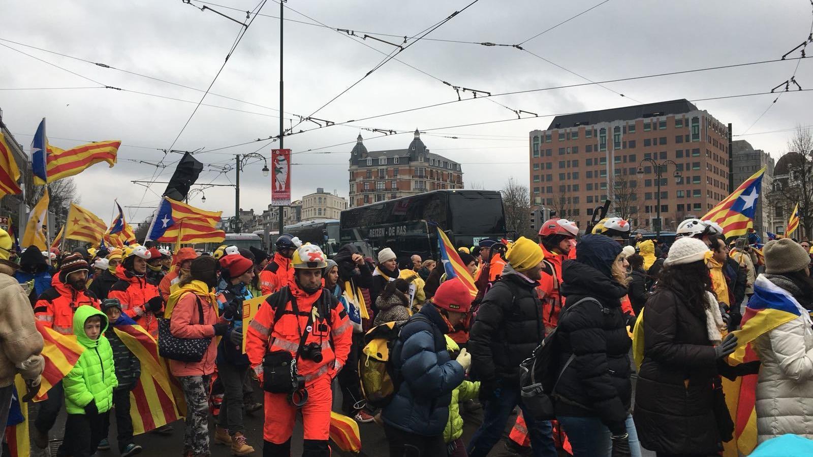 Els bombers arribant a la manifestació de Brussel·les.