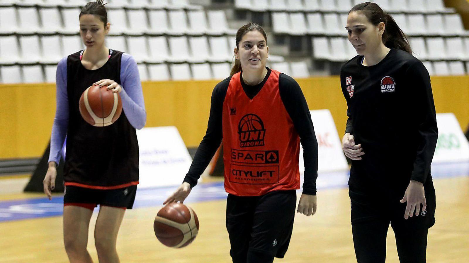 Marta Xargay, a la dreta, entrenant-se a Fontajau.