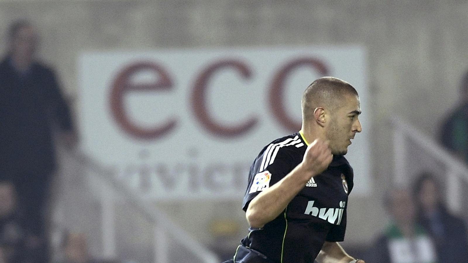 El francès Karim Benzema es va reivindicar a  El Sardinero amb dos gols. / ANDER GILLENEA / AFP