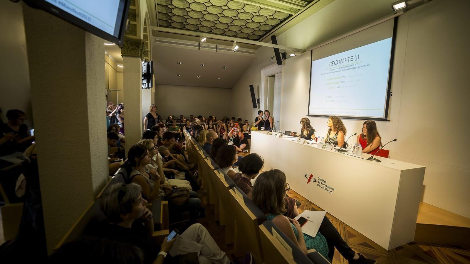La presentació d'On són les dones va omplir la sala d'actes del Col·legi de Periodistes.