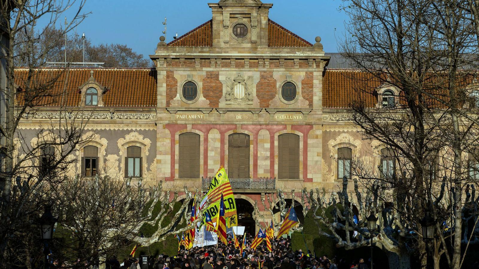 Encerclar el Parlament: la marxa alternativa de la Diada
