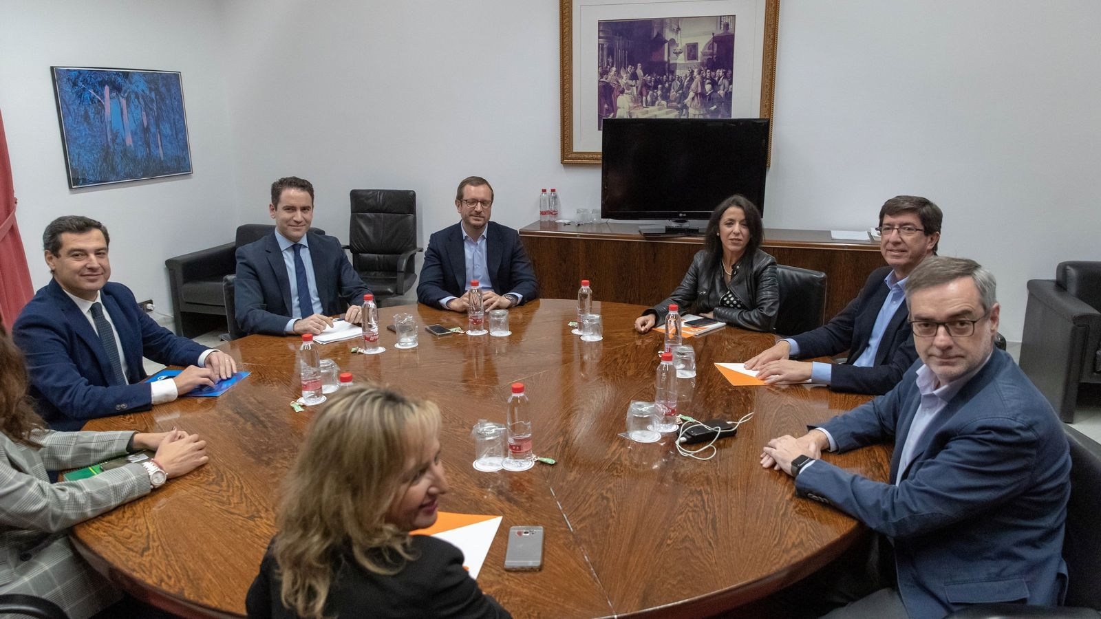 Els equips negociadors de PP i Cs en la reunió d'aquest dimarts a Sevilla