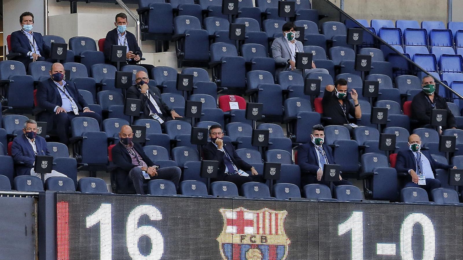 Josep Maria Bartomeu presidint la llotja del Camp Nou durant el Trofeu Joan Gamper