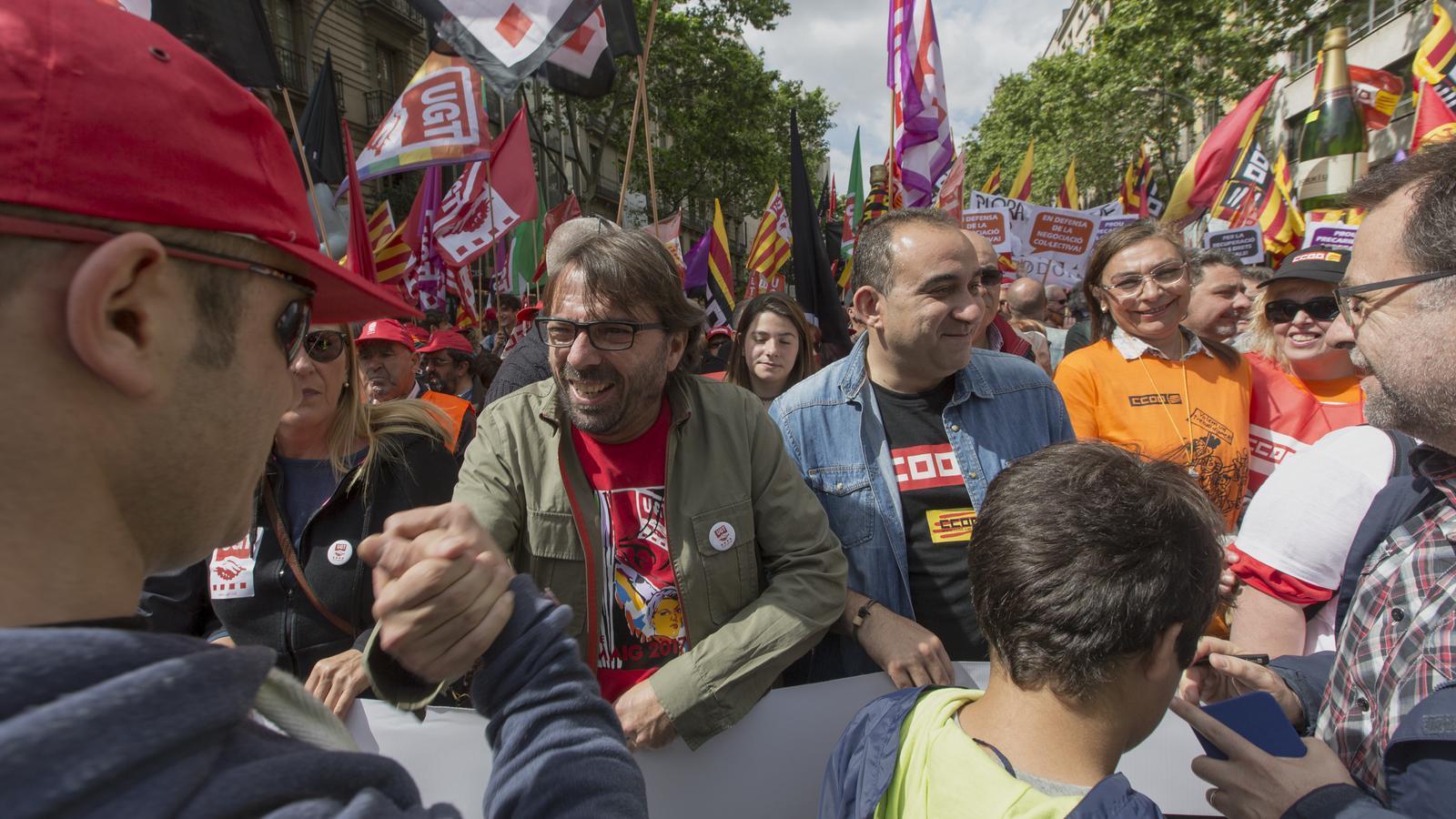 Camil Ros (a l'esquerra) i Javier Pacheco, avui, durant la manifestació de l'1 de maig a Barcelona. / MANOLO GARCÍA