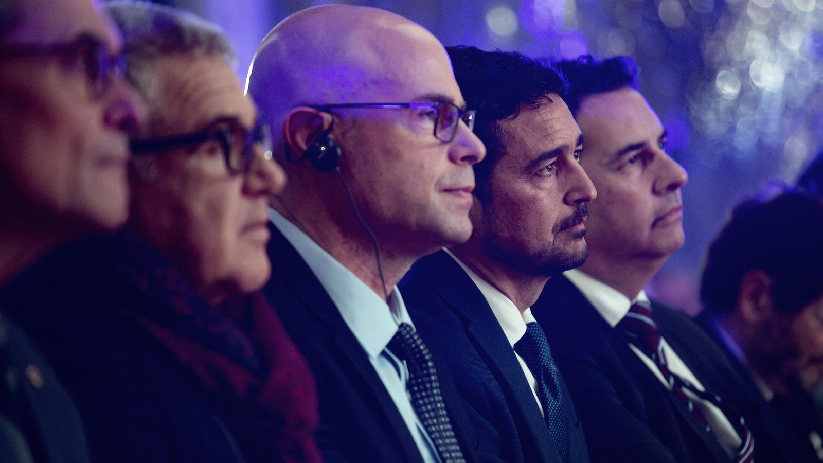 El conseller Damià Calvet entre el conseller delegat d'ICL al món, Raviv Zoller, i el president d'ICL Iberia, Carlos Alemán, durant l'acte.