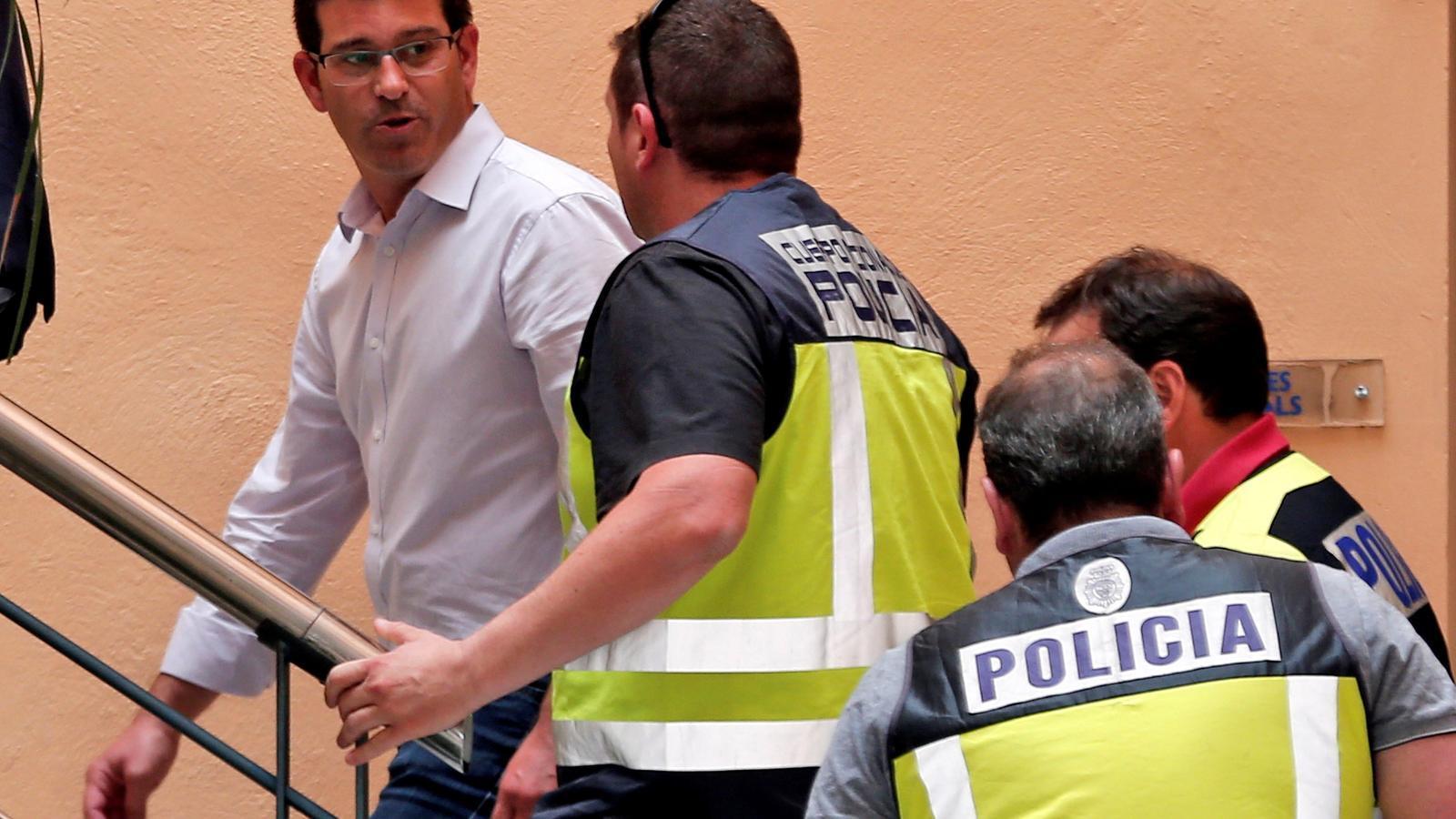 Detingut el president de la Diputació de València per irregularitats en la contractació de directius