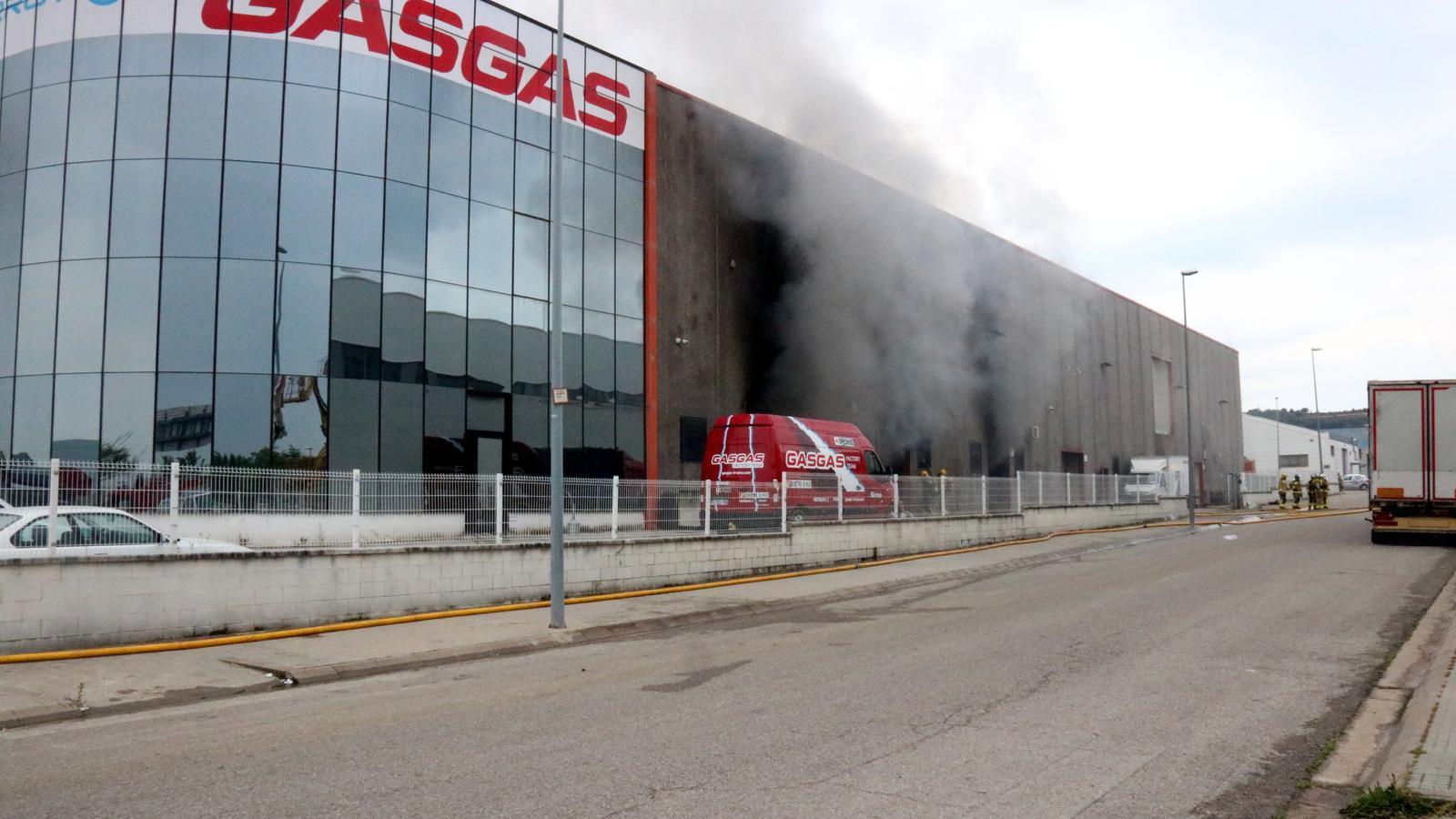 Un incendi crema la fàbrica Gas Gas de Salt sense provocar ferits