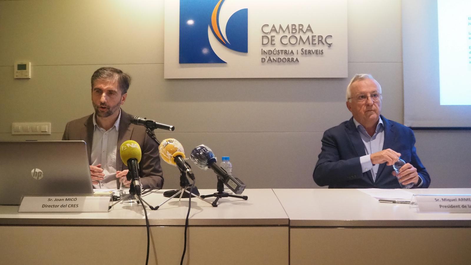 Joan Micó, director del CRES, amb Miguel Armengol, president de la Cambra de Comerç, durant la presentació de l'estudi d'aquest dijous. / E.C. (ANA)