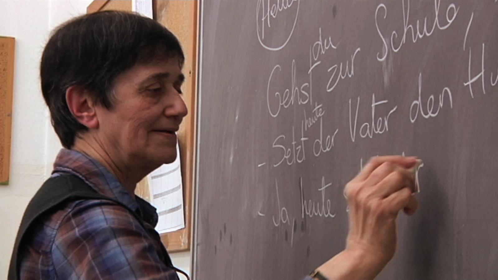 ARA Mestres: L'Asunción ensenya alemany amb un llibre del 1969