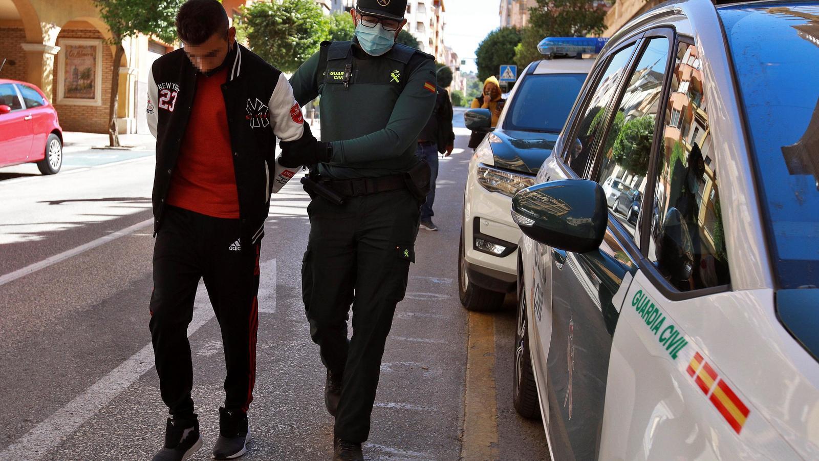 Presó per a quatre dels detinguts per la violació en grup d'una menor a l'Olleria