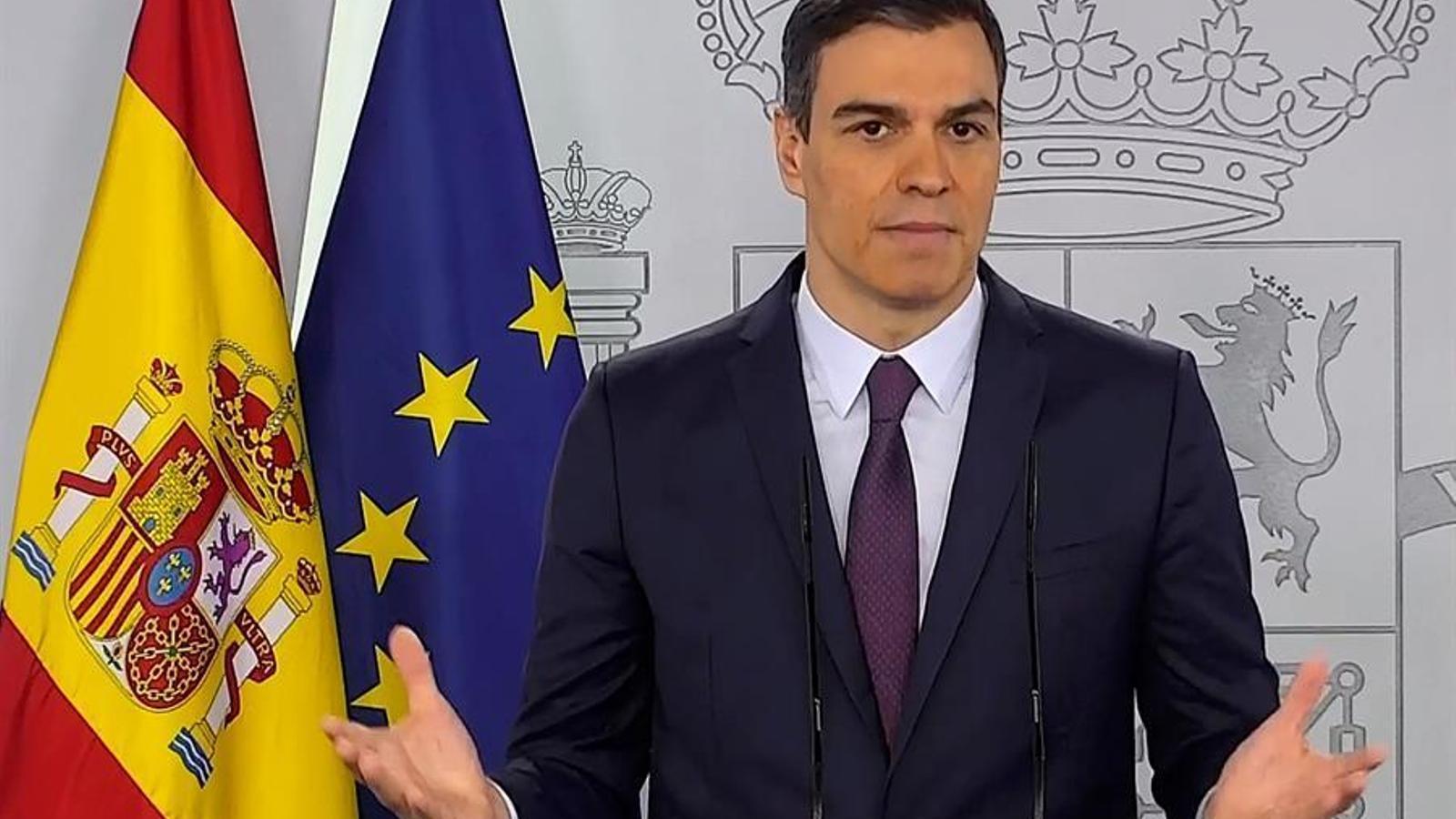 El president del govern espanyol, Pedro Sánchez, durant la compareixença que ha fet aquest dissabte al migdia per anuncia que demanarà prorrogar l'estat d'alarma, en principi per última vegada,  un mes més