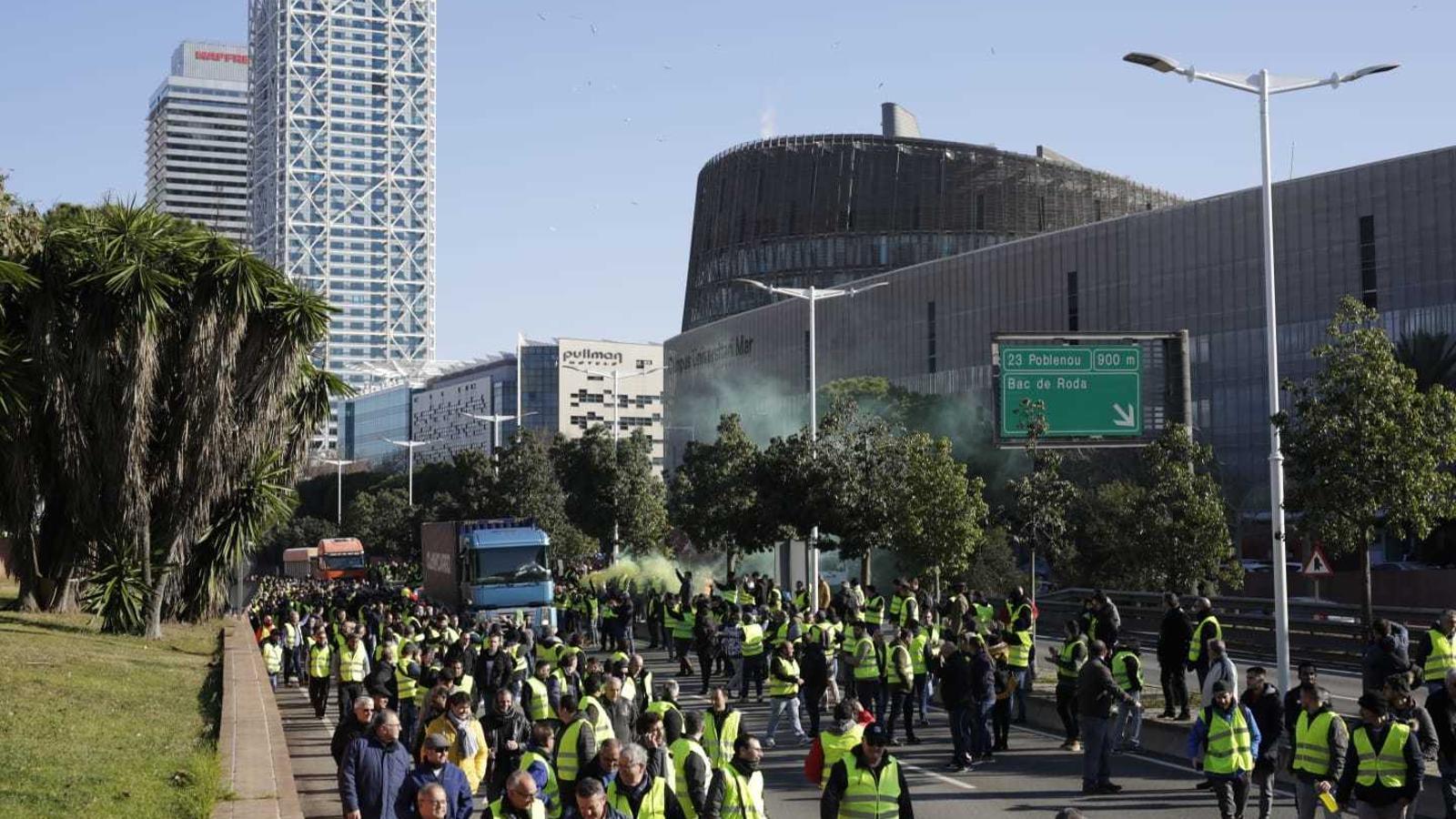 Els taxistes preveuen tallar la Diagonal aquesta tarda, on podrien coincidir amb els treballadors dels VTC