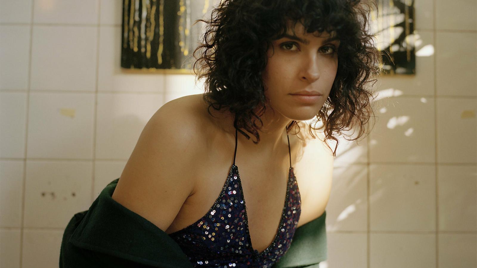 'The bisexual': una sèrie 'queer' sobre la desubicació emocional
