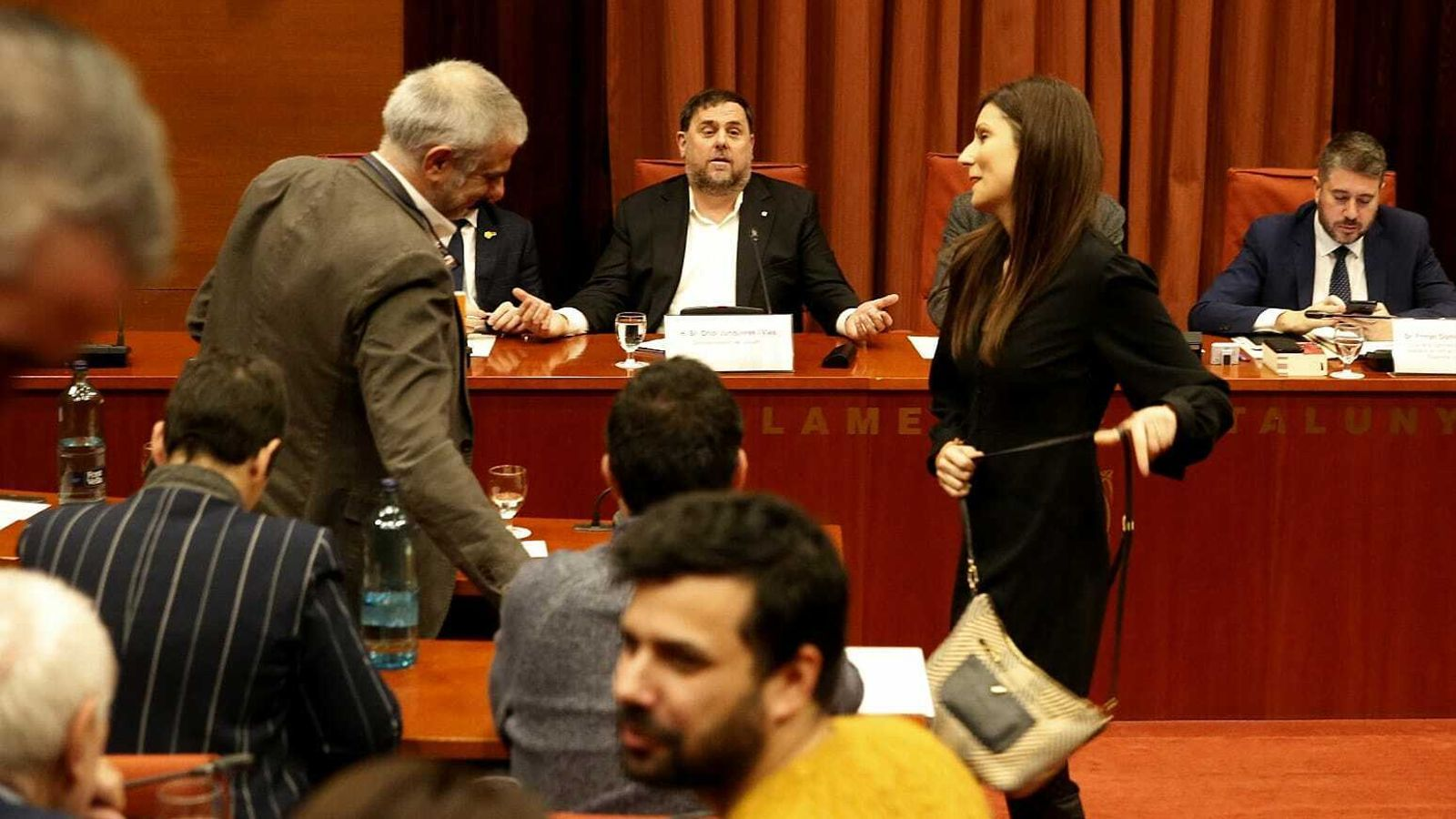 Instant en que els diputats de Cs han marxat de la comissió sense esperar la rèplica de Junqueras.