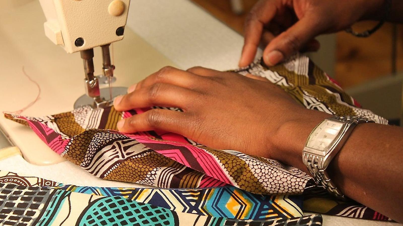 Confeccionar roba, una sortida per deixar la prostitució