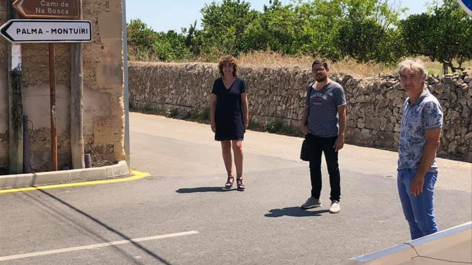 La batlessa de Porreres, Xisca Mora, amb els regidors Jaume Martorell i Miquel Àngel Veny.