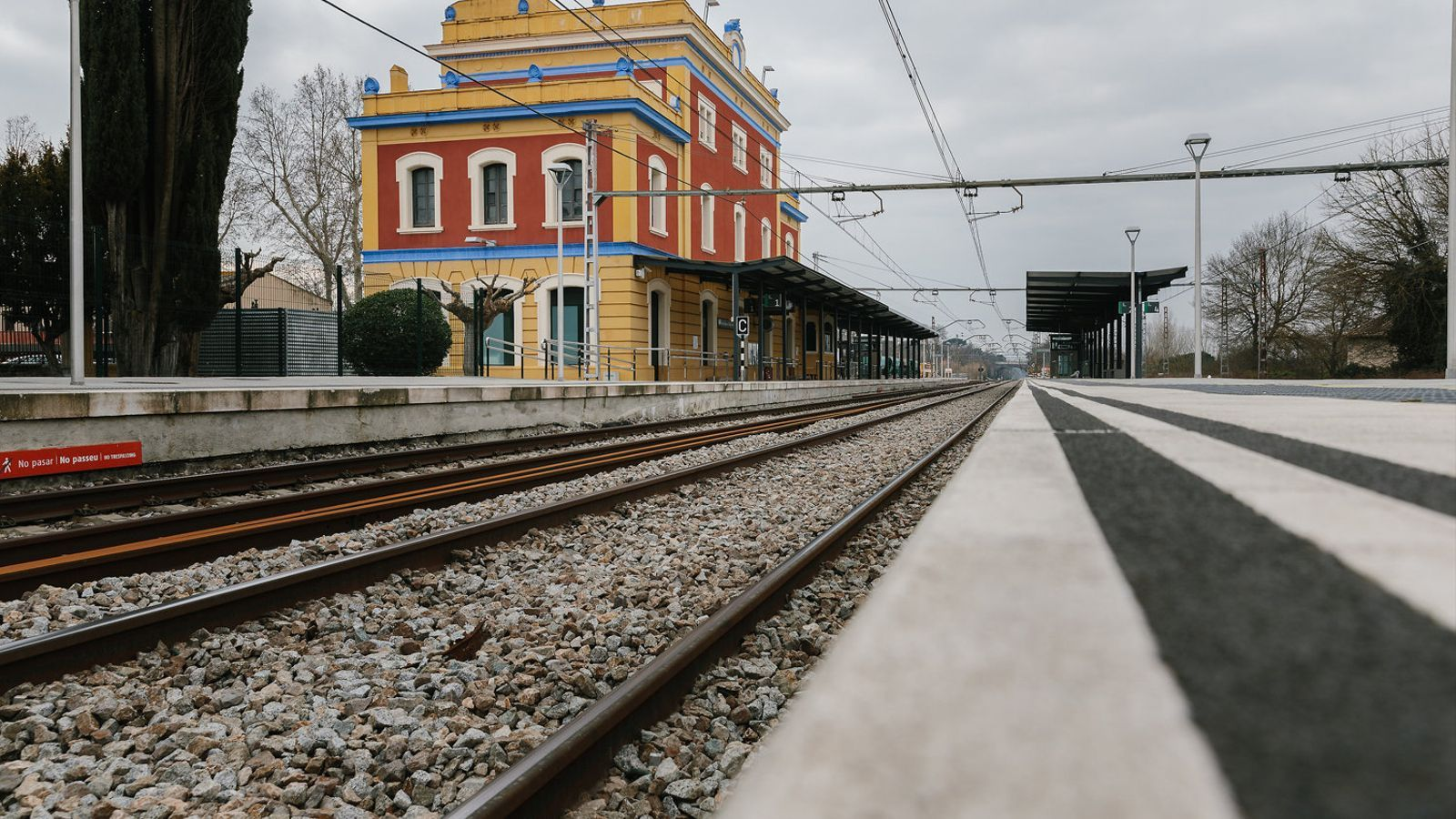L'estació de tren, on van arribar el miler d'italians presoners, és un dels escenaris de l'última novel·la de Rafel Nadal.