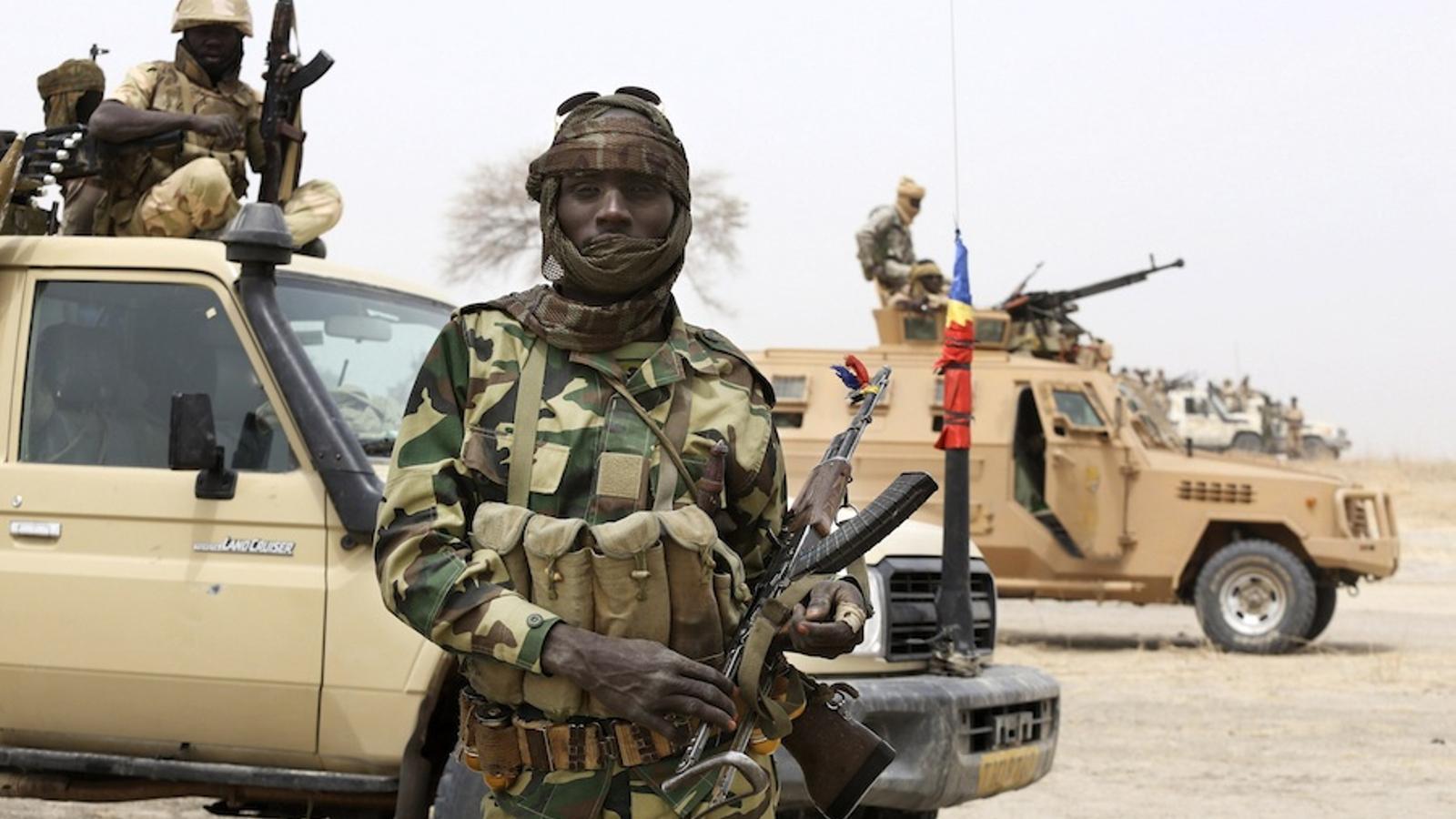 Un soldat del Txad posa durant una batalla contra Boko Haram. REUTERS