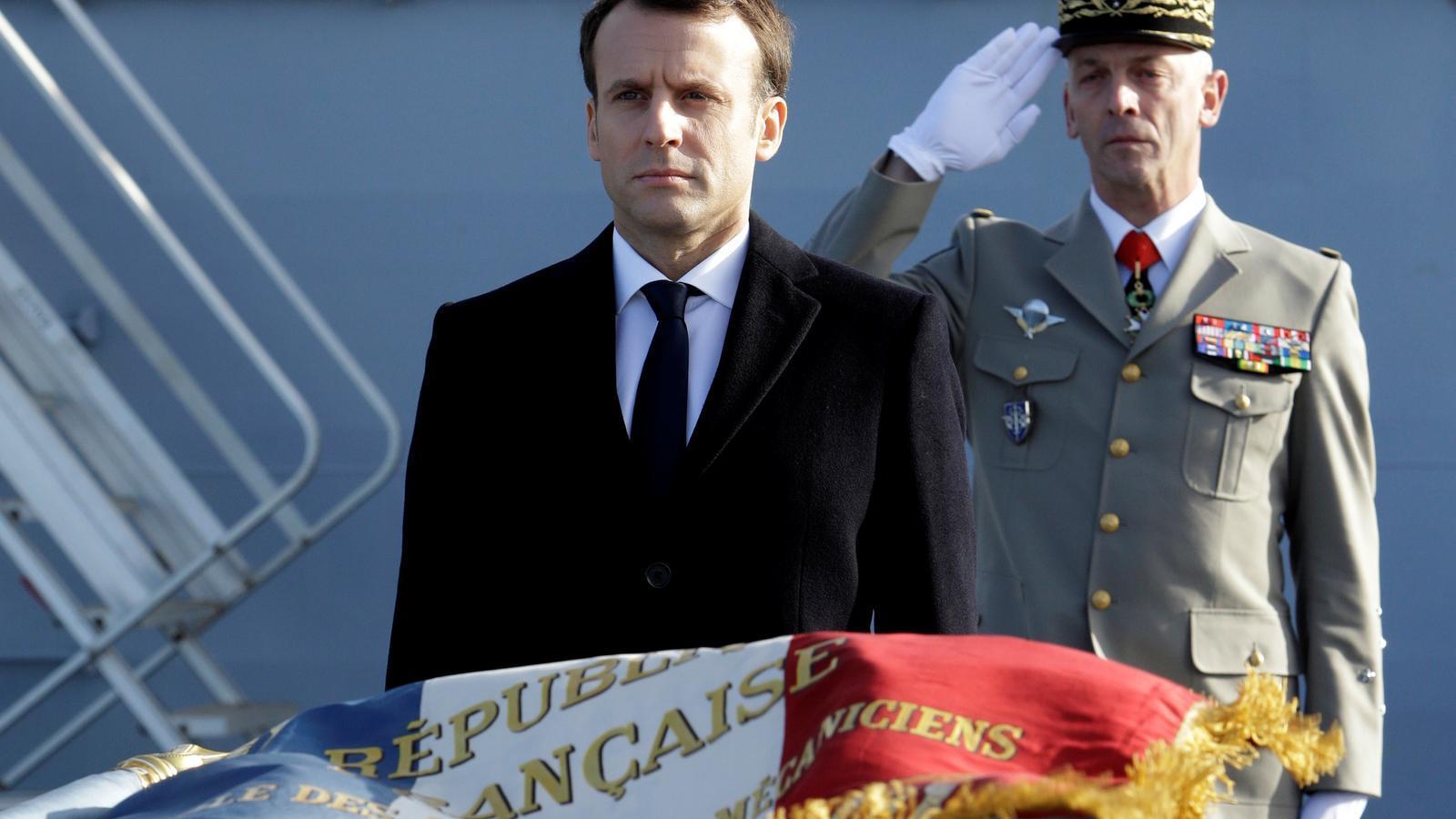 Macron, durant la seva visita aquest divendres a la base naval de Toló.