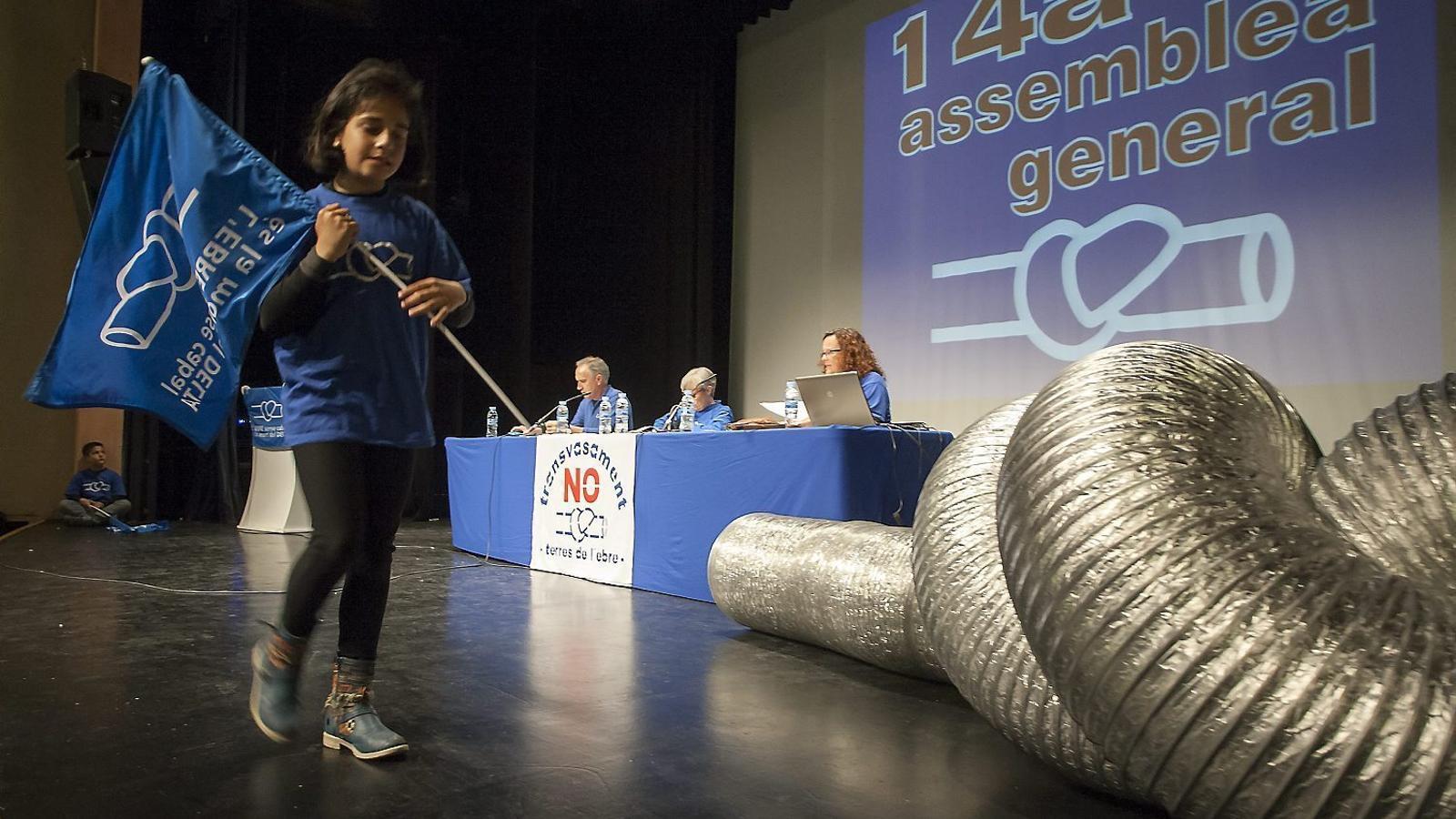Imatge de l'assemblea de la Plataforma en Defensa de l'Ebre d'ahir a Tortosa.