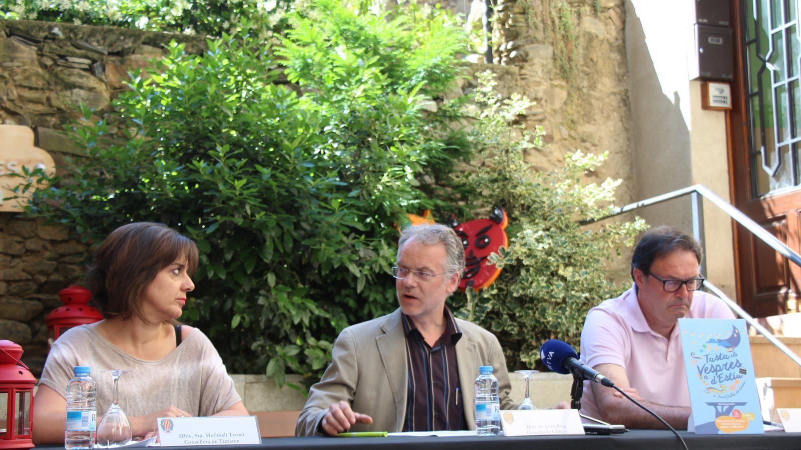 Meritxell Teruel, consellera de Turisme, Josep Roig, conseller de Cultura i Pere Pràxedes, conseller d'Esports del Comú de Sant Julià