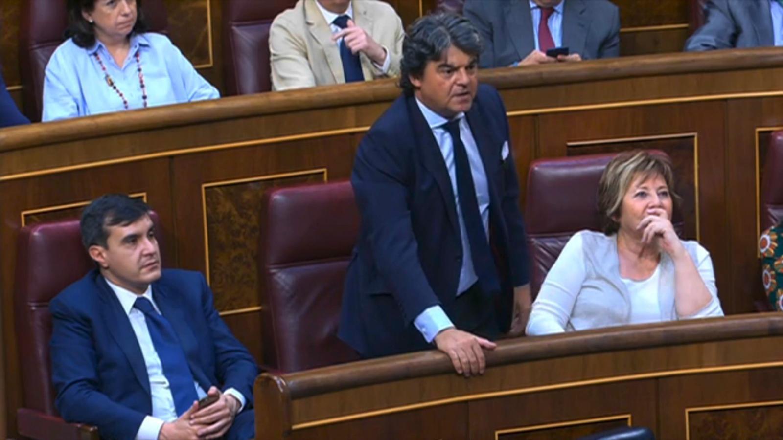 Moragas s'equivoca i vota contra Rajoy en la moció de censura... però rectifica