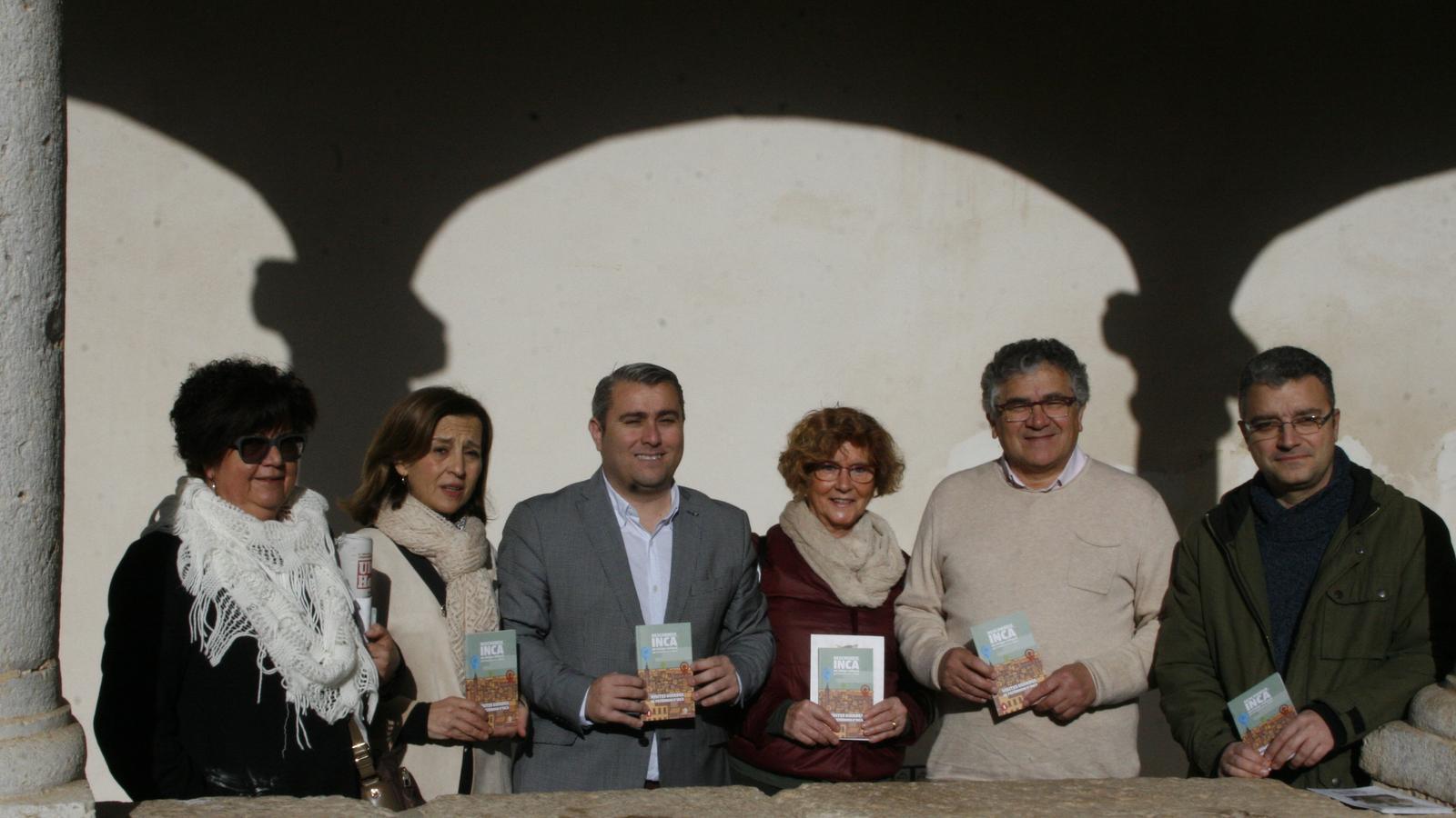 Representants municipals i d'entitats col·laboradores durant la presentació de la guia.