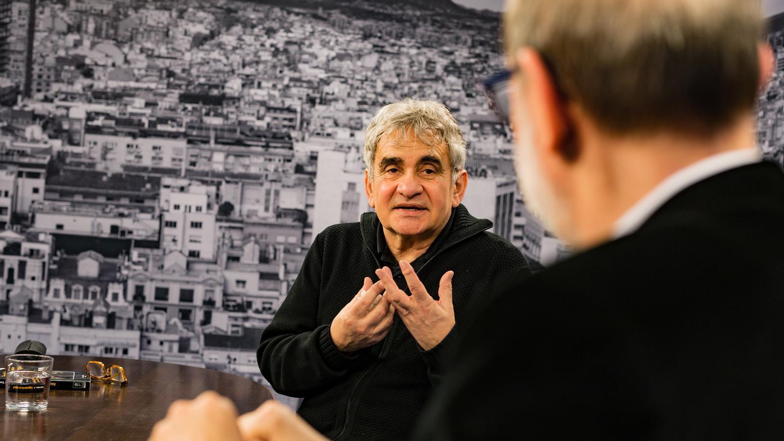 Entrevista d'Antoni Bassas a Bernardo Atxaga