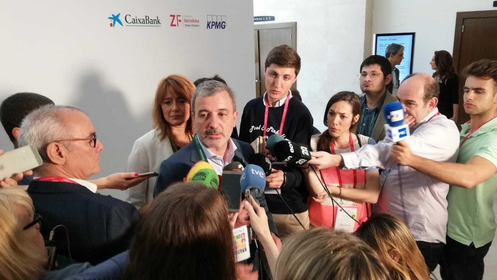 """Collboni reclama a Colau un govern de coalició i afirma que """"no serà un problema"""" qui assumeixi l'alcaldia"""