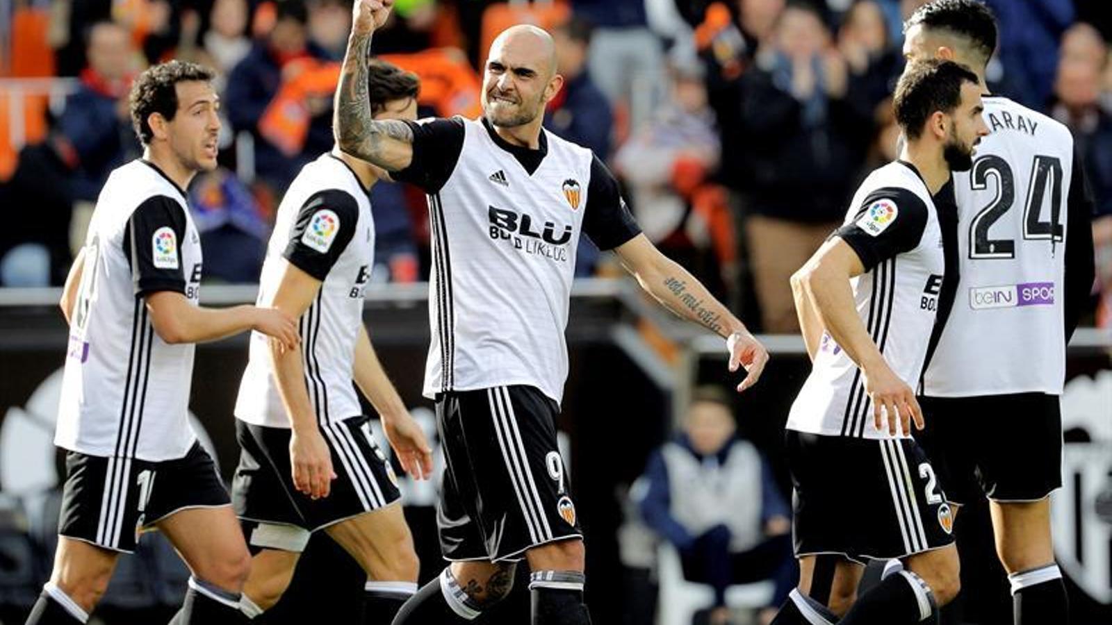 El València segueix en ratxa i celebra les falles contra l'Alabès (3-1)