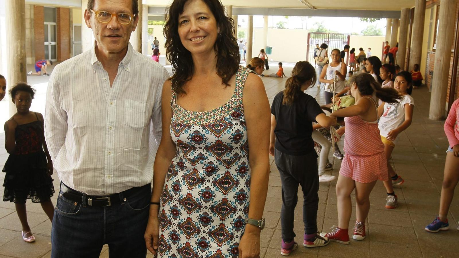INTEGRACIÓ   El director del centre, Joan Rado, i la mestra Ester Genovard treballen per un model d'escola inclusiva multicultural.