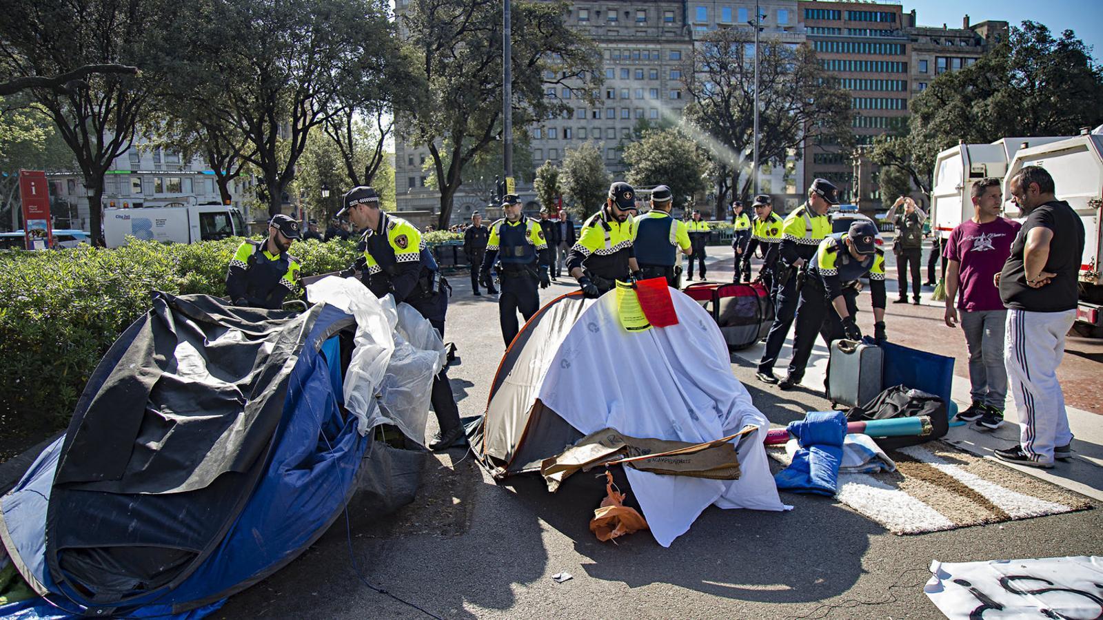 Barcelona detecta un centenar més de persones dormint al carrer